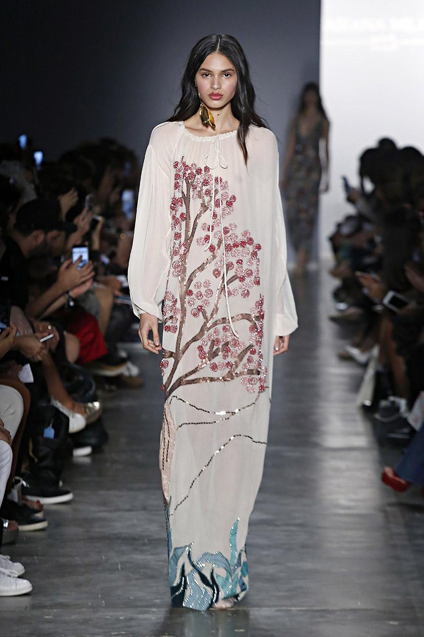 b64b6e85d ... o denim (ipo de tecido de algodão), aliás, continua forte na coleção de  Fabiana, fazendo a mistura entre o casual e a moda festa e feito em parceria  ...